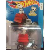Hotwheels Snoopy Peanuts