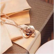 Collar Con Dije Flor Camelia Moda Titanium Acero Tono Oro