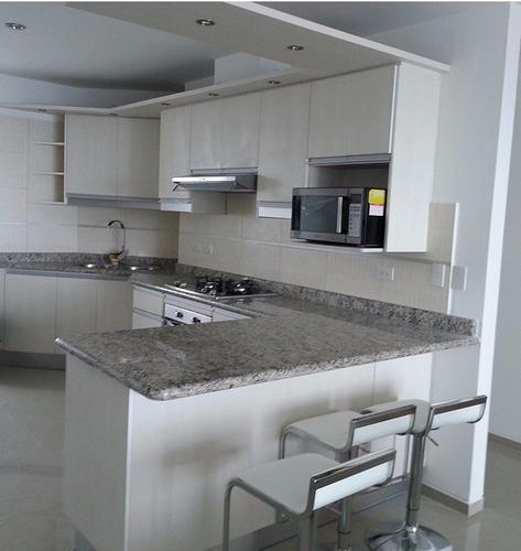 Muebles de cocina closet ba os puertas mesones de granito for Muebles de cocina quito ecuador
